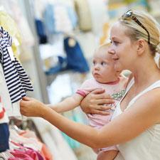 Shoppende moeder met kind