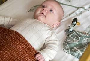 babybed opmaken