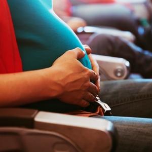 zwanger vliegen