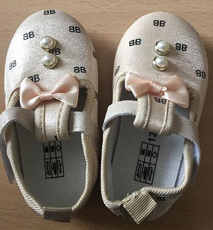 babyschoentjes veiligheidswaarschuwing